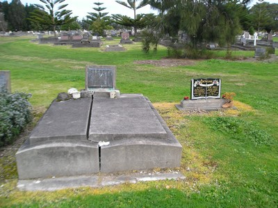 Picture of Taruheru cemetery, block 5, plot 1.