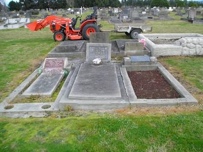 Picture of Taruheru cemetery, block 5, plot 102A.