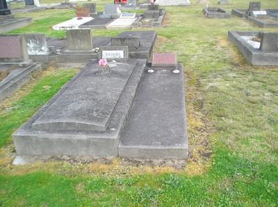 Picture of Taruheru cemetery, block 5, plot 68.