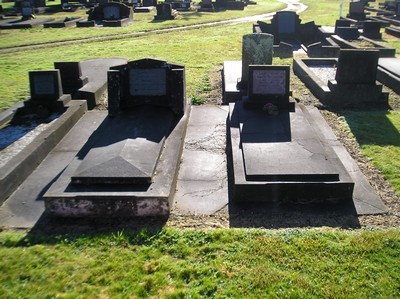Picture of Taruheru cemetery, block 8, plot 100.