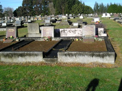 Picture of Taruheru cemetery, block 8, plot 2.