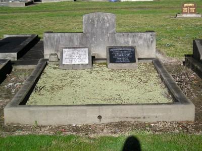 Picture of Taruheru cemetery, block 9, plot 80.