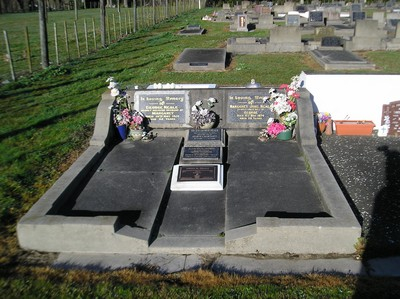 Picture of Taruheru cemetery, block R, plot 126.