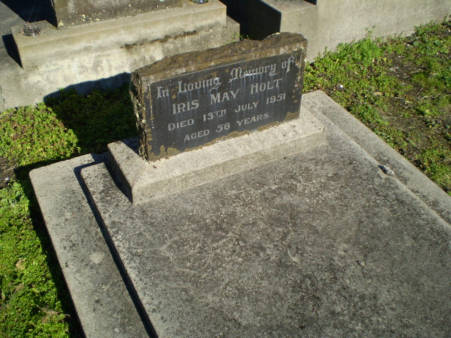 Picture of Taruheru cemetery, block R, plot 129A.
