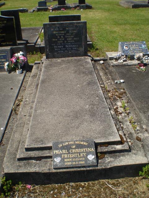 Picture of Taruheru cemetery, block SEC1, plot 443B.