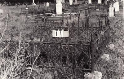 Historic picture of Makaraka cemetery, block MKA, plot 11.
