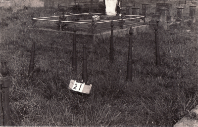 Historic picture of Makaraka cemetery, block MKA, plot 21.