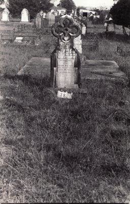 Historic picture of Makaraka cemetery, block MKA, plot 38.