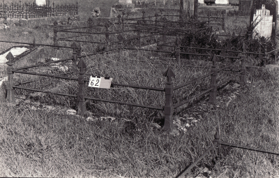 Historic picture of Makaraka cemetery, block MKA, plot 62.