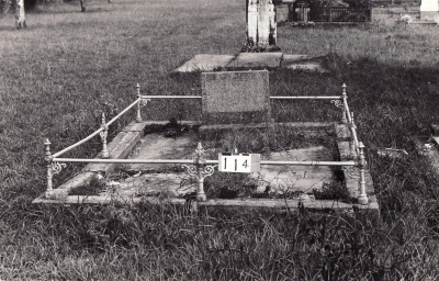 Historic picture of Makaraka cemetery, block MKB, plot 114.