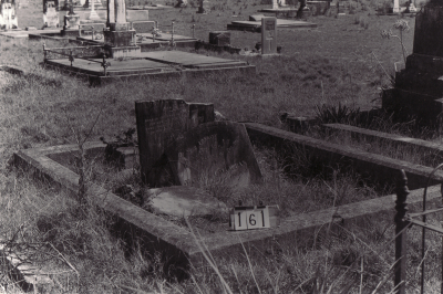 Historic picture of Makaraka cemetery, block MKB, plot 161.
