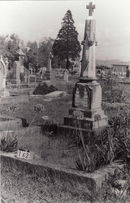 Historic picture of Makaraka cemetery, block MKB, plot 162.