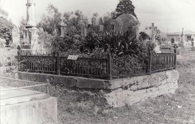 Historic picture of Makaraka cemetery, block MKB, plot 163.