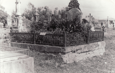 Historic picture of Makaraka cemetery, block MKB, plot 163.