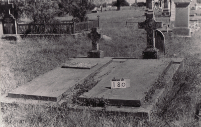 Historic picture of Makaraka cemetery, block MKB, plot 180.