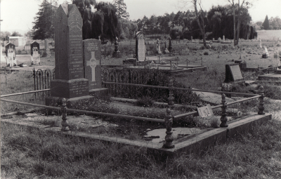 Historic picture of Makaraka cemetery, block MKB, plot 192.
