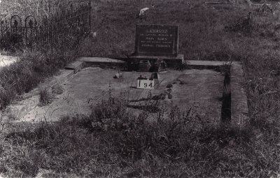 Historic picture of Makaraka cemetery, block MKB, plot 194.