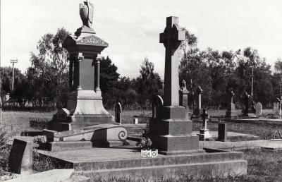 Historic picture of Makaraka cemetery, block MKB, plot 640.