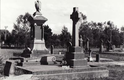 Historic picture of Makaraka cemetery, block MKB, plot 640.