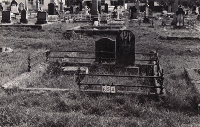 Historic picture of Makaraka cemetery, block MKB, plot 654.