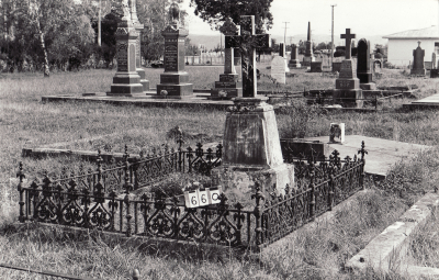 Historic picture of Makaraka cemetery, block MKB, plot 660.