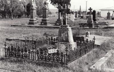 Historic picture of Makaraka cemetery, block MKB, plot 660.