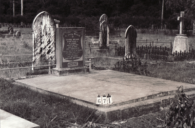 Historic picture of Makaraka cemetery, block MKB, plot 671.