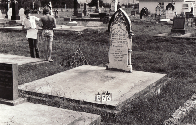 Historic picture of Makaraka cemetery, block MKB, plot 672.