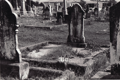 Historic picture of Makaraka cemetery, block MKB, plot 679.