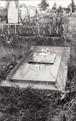 Historic picture of Makaraka cemetery, block MKB, plot 98.