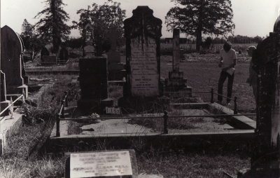 Historic picture of Makaraka cemetery, block MKC, plot 1157.