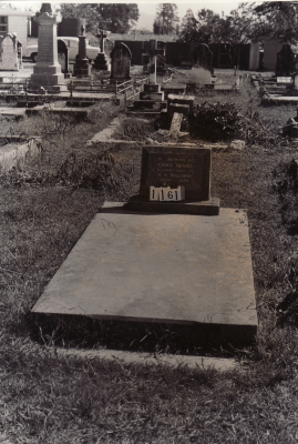 Historic picture of Makaraka cemetery, block MKC, plot 1161.