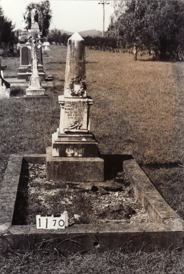 Historic picture of Makaraka cemetery, block MKC, plot 1171A.