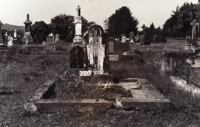 Historic picture of Makaraka cemetery, block MKC, plot 1176.