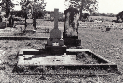 Historic picture of Makaraka cemetery, block MKC, plot 1192.