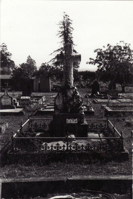 Historic picture of Makaraka cemetery, block MKC, plot 1194.