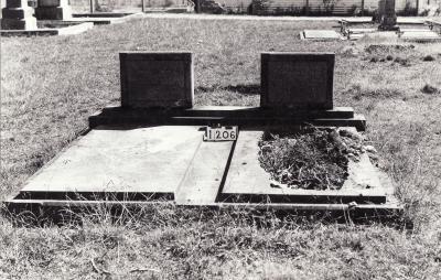 Historic picture of Makaraka cemetery, block MKC, plot 1206.