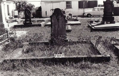 Historic picture of Makaraka cemetery, block MKC, plot 1257.