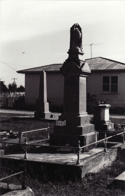 Historic picture of Makaraka cemetery, block MKC, plot 1371.