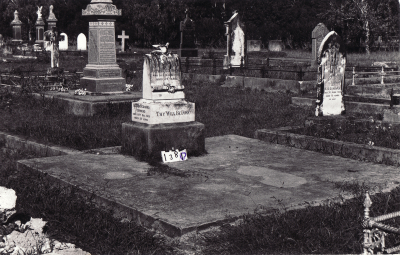 Historic picture of Makaraka cemetery, block MKC, plot 1380.