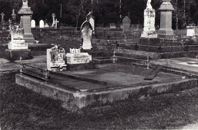 Historic picture of Makaraka cemetery, block MKC, plot 1425.