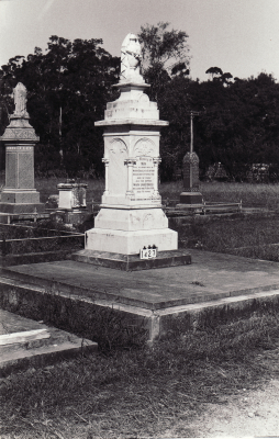 Historic picture of Makaraka cemetery, block MKC, plot 1427.