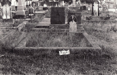 Historic picture of Makaraka cemetery, block MKC, plot 904.