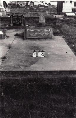 Historic picture of Makaraka cemetery, block MKC, plot 910.