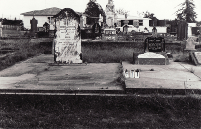 Historic picture of Makaraka cemetery, block MKC, plot 911.