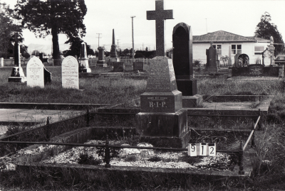 Historic picture of Makaraka cemetery, block MKC, plot 912.