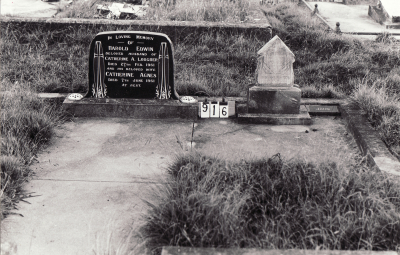 Historic picture of Makaraka cemetery, block MKC, plot 916.