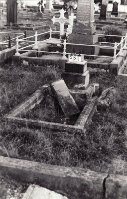 Historic picture of Makaraka cemetery, block MKC, plot 921.