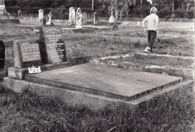 Historic picture of Makaraka cemetery, block MKC, plot 925.