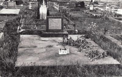 Historic picture of Makaraka cemetery, block MKC, plot 935.